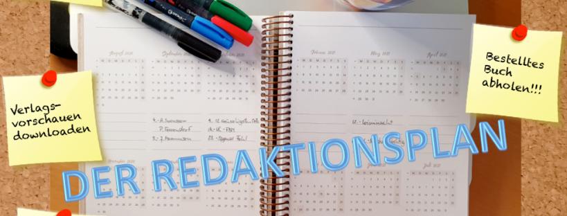 Kalender und Utensilien auf Schreibtisch